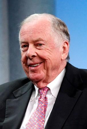 FILE PHOTO: Pickens, founder of BP Capital, attends a dinner panel discussion at the Milken Institute Global Conference in Beverly Hills