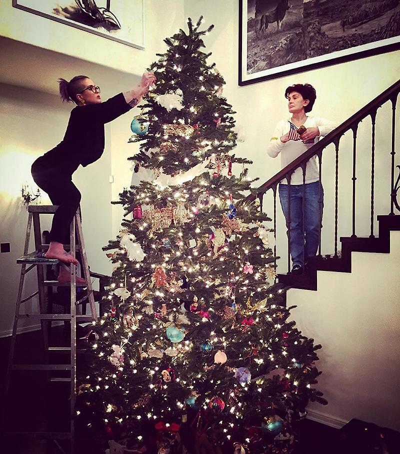 """<p>It looks like Kelly and Sharon Osbourne take their tree trimming very seriously! The youngest child of Sharon and Ozzy captioned this pic: """"Me & Mumma decorating the [Christmas tree emoji]."""" (Photo: <a rel=""""nofollow"""" href=""""https://www.instagram.com/p/BNGlbPUBjJ4/"""">Instagram</a>) </p>"""