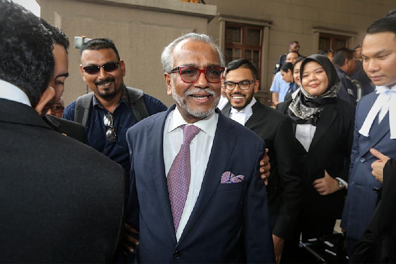 Tan Sri Muhammad Shafee Abdullah said today he had again explained to the MACC on why he was paid RM9.5 million by former prime minister Datuk Seri Najib Razak, after his related bank account was frozen. — Picture by Azneal Ishak