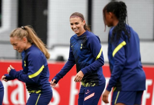 Alex Morgan with her new team-mates