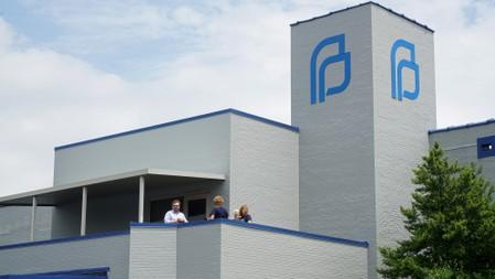 Missouri denies license to U.S.  state's sole abortion clinic