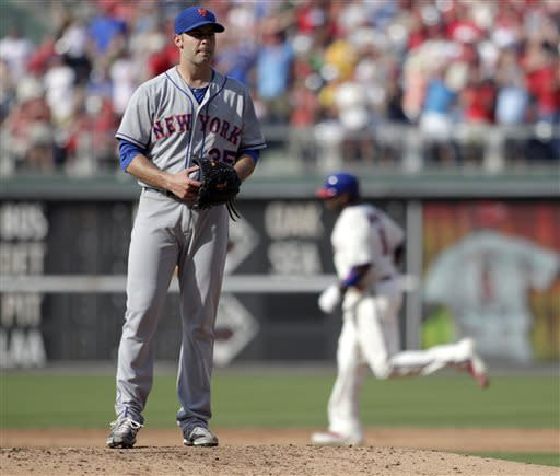 New York Mets starting pitcher Dillon Gee stands on the mound as Philadelphia Phillies' Ryan Howard, right, rounds the bases after hitting a solo home run in the fifth inning of a baseball game Saturday, June 22, 2013, in Philadelphia. (AP Photo/H. Rumph Jr)