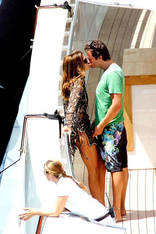 "Cindy Crawford and husband Rande Gerber share a smooch in Sardinia, Italy. Ciao Pix/<a href=""http://www.infdaily.com"" target=""new"">INFDaily.com</a> - August 5, 2008"