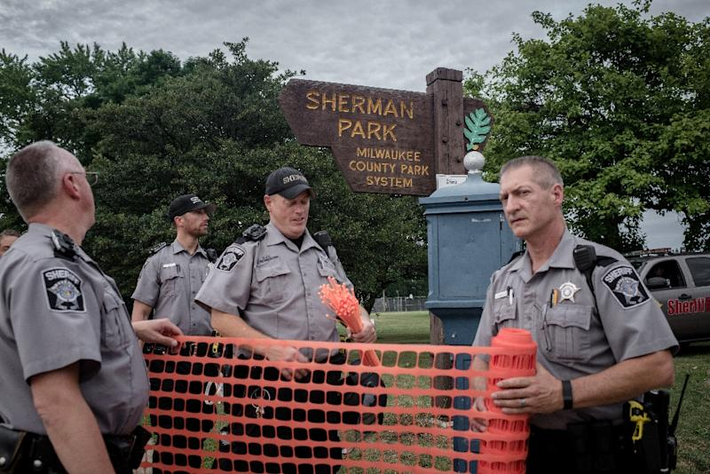 Police fence-off Sherman Park in Milwaukee, Wisconsin, on August 15, 2016, following two nights of violence over the fatal police shooting of a black man (AFP Photo/Cengiz Yar)