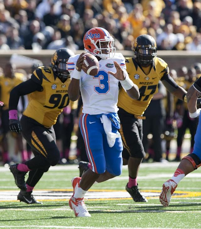 Florida Gators quarterback Tyler Murphy throws as Missouri defensive lineman Harold Brantley, left, and defensive lineman Kony Ealy, right, defend during the fourth quarter of an NCAA college football game Saturday, Oct. 19, 2013, in Columbia, Mo. (AP Photo/L.G. Patterson)