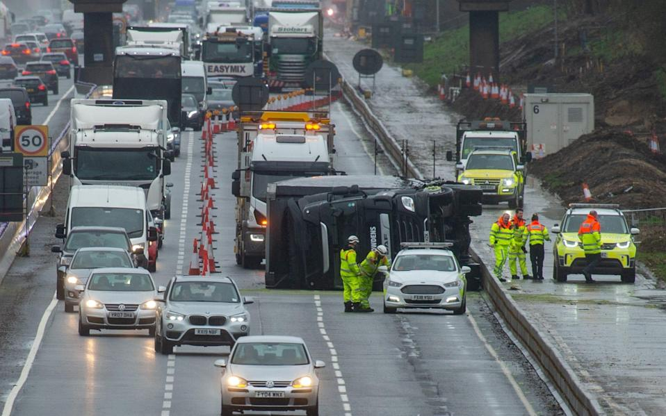 Derbyshire Police has vowed to prosecute drivers who film traffic collisions at the wheel - Peter Manning/LNP/London News Pictures Ltd