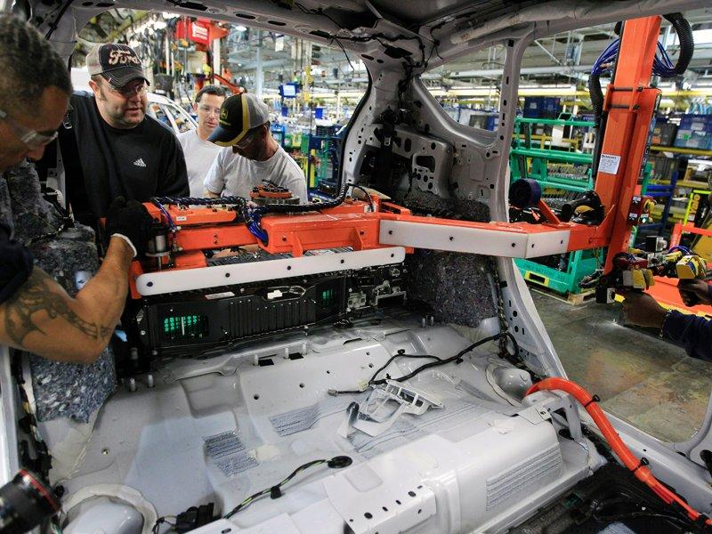 GE buys 2,000 Ford plug-in hybrids