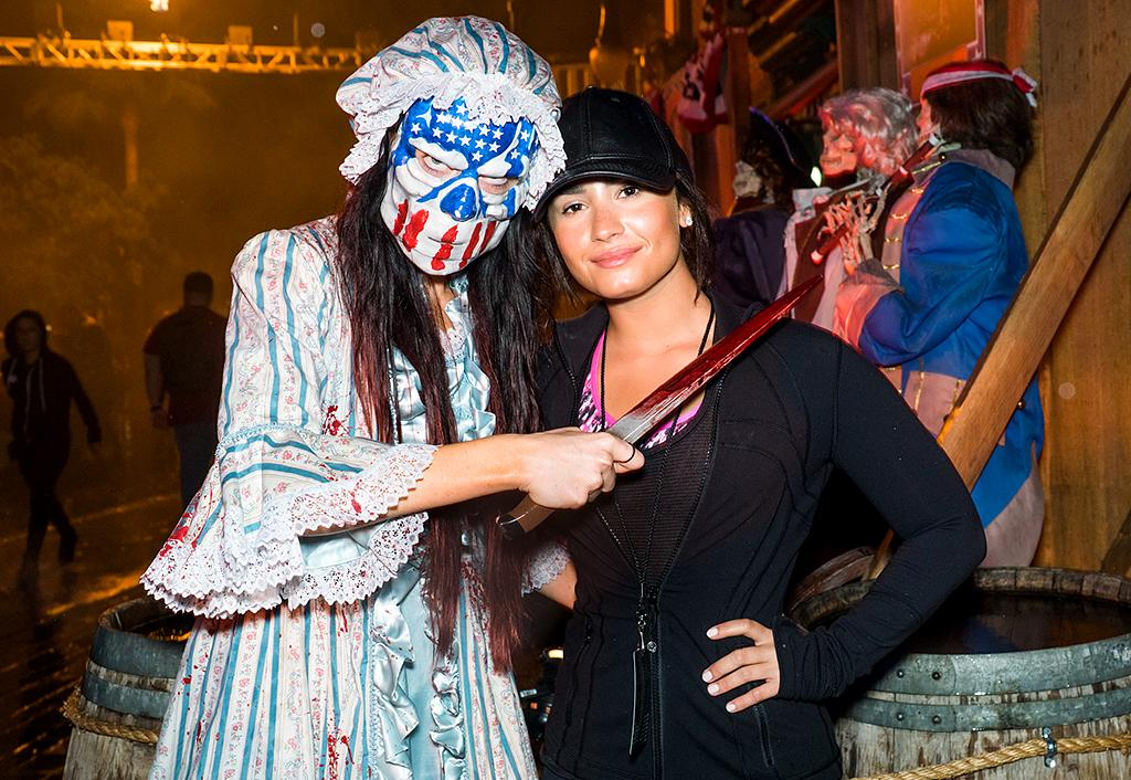 <p>Pop star Demi Lovato played it cool — even with a bloody knife being held to her neck. (Photo: Mike Danenberg/Universal Studios Hollywood) </p>