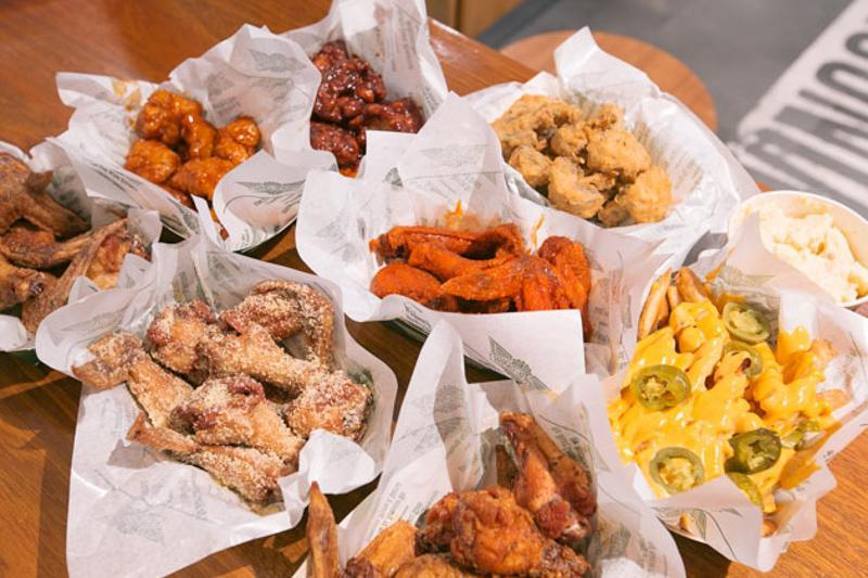 image of different wing flavours from wingstop