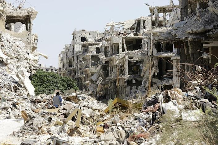 A general view shows destroyed buildings in the government-held Jouret al-Shiah neighbourhood of the central Syrian city of Homs on September 19, 2016 (AFP Photo/Louai Beshara)
