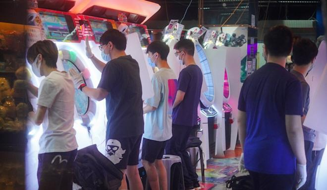 People play games at a gaming centre in Diamond Hill on Friday. Photo: Winson Wong