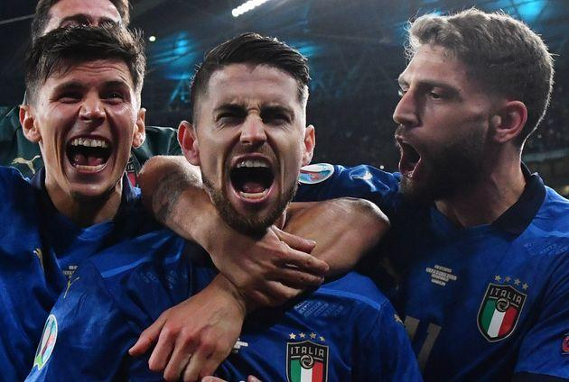 Italy's midfielder Jorginho (C) celebrates with teammates after winning the UEFA EURO 2020 semi-final football match between Italy and Spain at Wembley Stadium in London on July 6, 2021. (Photo by JUSTIN TALLIS / POOL / AFP) (Photo by JUSTIN TALLIS/POOL/AFP via Getty Images) (Photo: JUSTIN TALLIS via Getty Images)