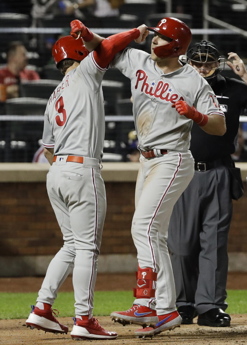 Hoskins taunts Rhame after near-beanings, Phils top Mets 6-0