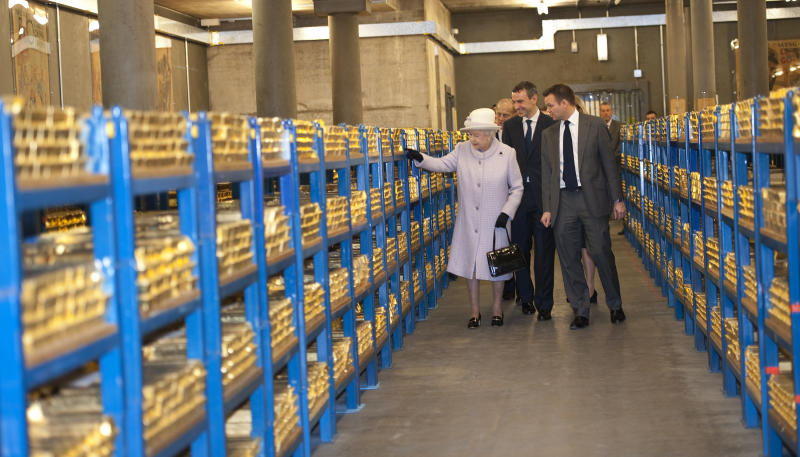 Queen Elizabeth II tours the gold vault during her visit to the Bank of England in central London Thursday Dec.13, 2012. (AP Photo/ Eddie Mulholland, Pool)