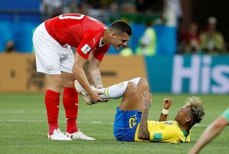 Soccer Football - World Cup - Group E - Brazil vs Switzerland - Rostov Arena, Rostov-on-Don, Russia - June 17, 2018 Brazil's Neymar with Switzerland's Granit Xhaka during the match REUTERS/Damir Sagolj