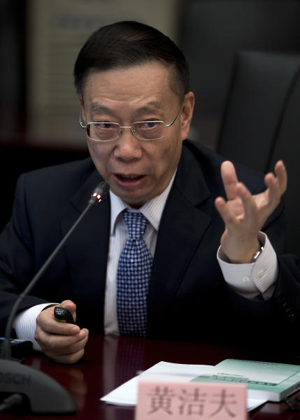 Chinese former vice health minister Huang Jiefu speaks during a press conference of the China's human organ transplant system at the Health Ministry office in Beijing Friday, May 17, 2013. China is phasing out its reliance on executed prisoners for donated organs, but an architect of the country's transplant system said Friday that ingrained cultural attitudes are impeding the rise of donations among the general population. (AP Photo/Andy Wong)