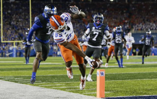 "Florida wide receiver Tyrie Cleveland reaches for the goal line in front of Kentucky cornerback <a class=""link rapid-noclick-resp"" href=""/ncaaf/players/255911/"" data-ylk=""slk:Derrick Baity"">Derrick Baity</a>, left, and safety <a class=""link rapid-noclick-resp"" href=""/ncaaf/players/252215/"" data-ylk=""slk:Mike Edwards"">Mike Edwards</a> to score a touchdown during the first half of an NCAA college football game Saturday, Sept. 23, 2017, in Lexington, Ky. (AP Photo/David Stephenson)"