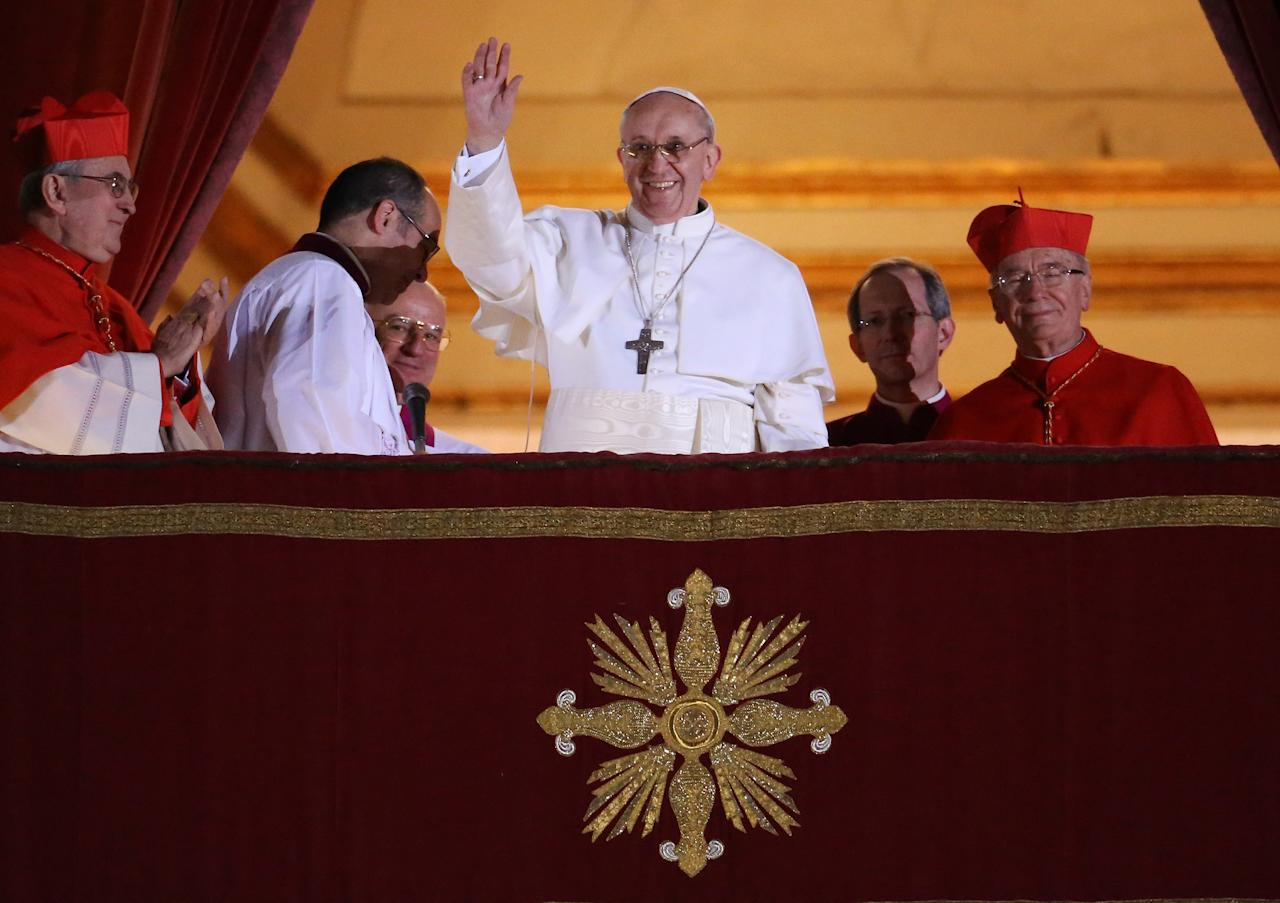 VATICAN CITY, VATICAN - MARCH 13:  Newly elected Pope Francis I waves to the waiting crowd from the central balcony of St Peter's Basilica on March 13, 2013 in Vatican City, Vatican. Argentinian Cardinal Jorge Mario Bergoglio was elected as the 266th Pontiff and will lead the world's 1.2 billion Catholics.  (Photo by Peter Macdiarmid/Getty Images)