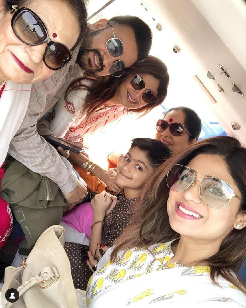 She may not be active in the show biz, but like her elder sibling Shilpa Shetty, Shamita keeps herself busy at the gym and still rocks those perfect stats. In her leisure, she can be seen enjoying life with her family, and it is evident that she shares a special bond with her Shilpa and her kids.