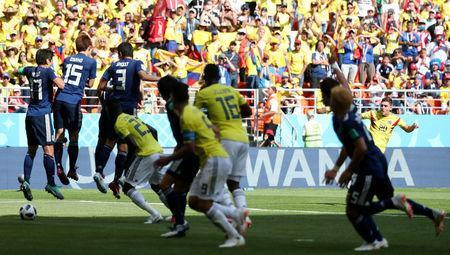 Soccer Football - World Cup - Group H - Colombia vs Japan - Mordovia Arena, Saransk, Russia - June 19, 2018 Colombia's Juan Fernando Quintero scores their first goal with a free-kick REUTERS/Ricardo Moraes