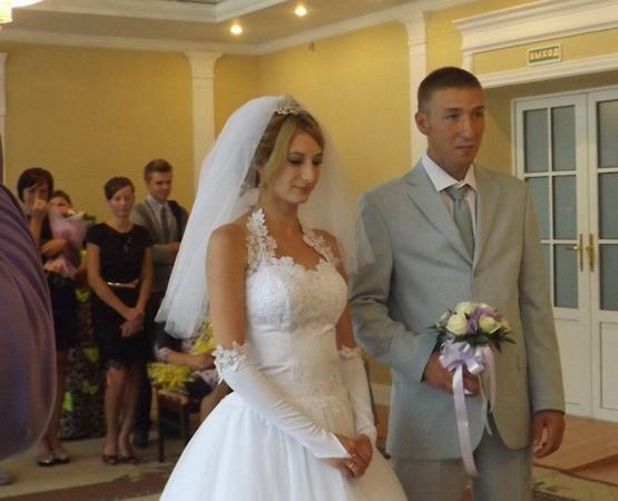 Alexander Yakunin, 30, and his 25-year-old wife Viktoria on their wedding day.