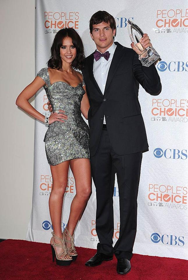 """A thin-looking Jessica Alba and her """"Valentine's Day"""" co-star/Favorite Web Celeb winner Ashton Kutcher popped a pose together backstage at the 36th Annual People's Choice Awards at the Nokia Theater in downtown Los Angeles. Steve Granitz/<a href=""""http://www.wireimage.com"""" target=""""new"""">WireImage.com</a> - January 6, 2010"""