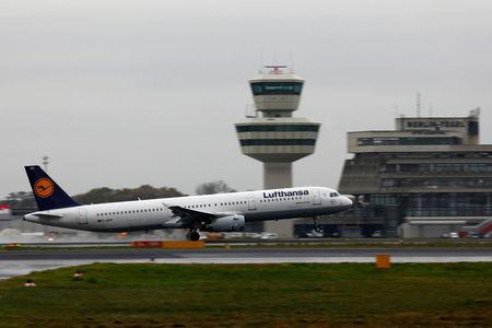 FILE PHOTO: A Lufthansa Airbus A321-200 plane is seen at Tegel airport in Berlin, Germany, November 2, 2017.    REUTERS/Axel Schmidt/File Photo