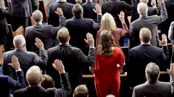 PHOTO: Members of Congress take the oath during the opening session of the 116th Congress at the Capitol, Jan. 3, 2019. (Saul Loeb/AFP via Getty Images, FILE)