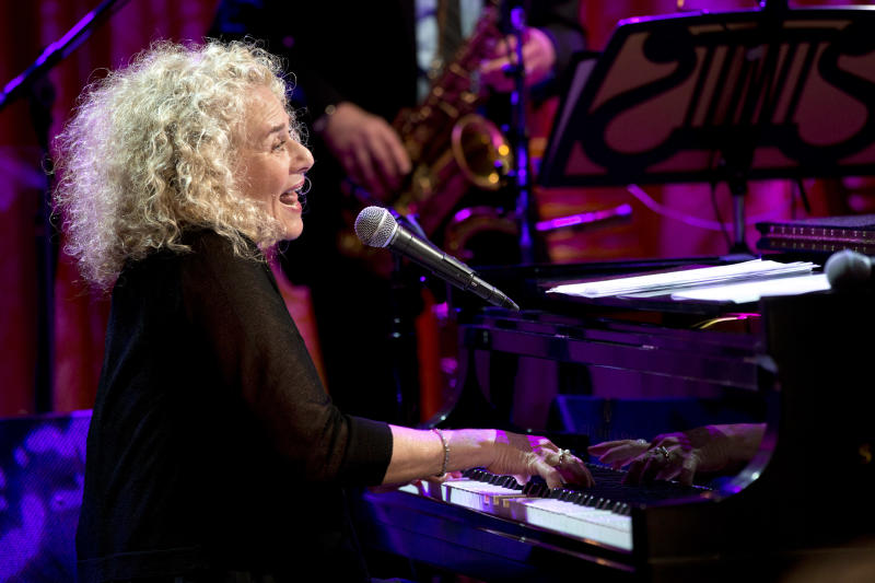 Singer-songwriter Carole King performs during an East Room concert honoring King with the Library of Congress Gershwin Prize for Popular Song, Wednesday, May 22, 2013, at the White House in Washington. (AP Photo/Jacquelyn Martin)