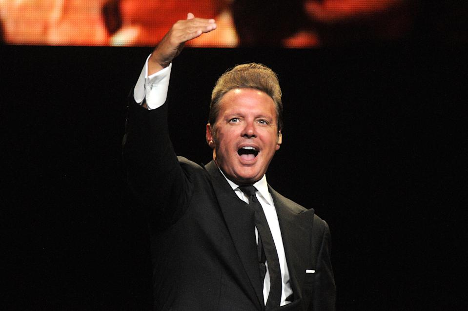 ORLANDO, FL - MAY 30:  Mexican singer Luis Miguel performs during a show as part of the 'Mexico por Siempre' Tour at Amway Center on May 30, 2018 in Orlando, Florida.  (Photo by Gerardo Mora/Getty Images)