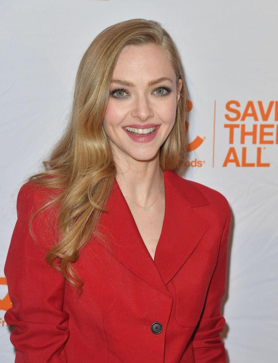 <p>For an all-natural fall hair color idea, stick with one that complements your skin tone. With the same, even shade throughout, <strong>Amanda Seyfried</strong>'s fall hair color takes on a cooler tone. </p>