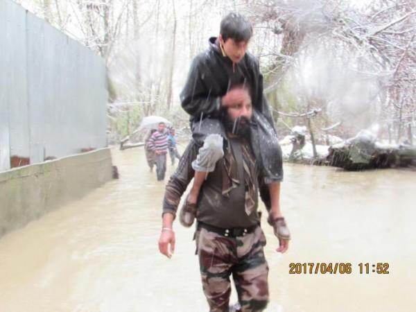 Indian Army rescues people from water clogged areas of Kashmir