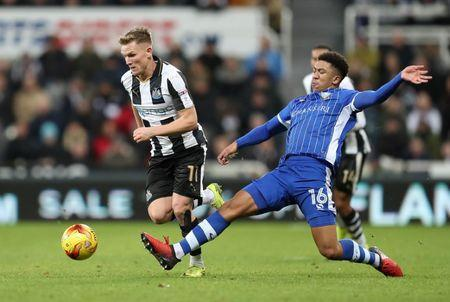 Britain Soccer Football - Newcastle United v Sheffield Wednesday - Sky Bet Championship - St James' Park - 26/12/16 Matt Ritchie of Newcastle United in action with Liam Palmer of Sheffield Wednesday Mandatory Credit: Action Images / John Clifton Livepic