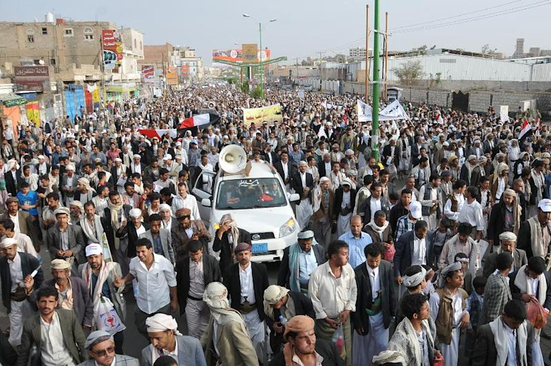 Members of the Shiite Huthi movement take part in a demonstration pressing the Yemeni government to quit on August 24, 2014 in the capital Sanaa