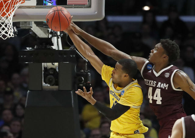 Michigan guard Muhammad-Ali Abdur-Rahkman, left, shoots in front of Texas A&M forward Robert Williams during the second half of an NCAA men's college basketball tournament regional semifinal Thursday, March 22, 2018, in Los Angeles. (AP Photo/Jae Hong)