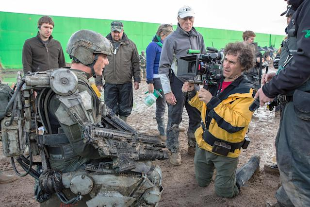 Doug Liman and Tom Cruise on the set of <em>Edge of Tomorrow.</em> (Photo: Everett Collection)