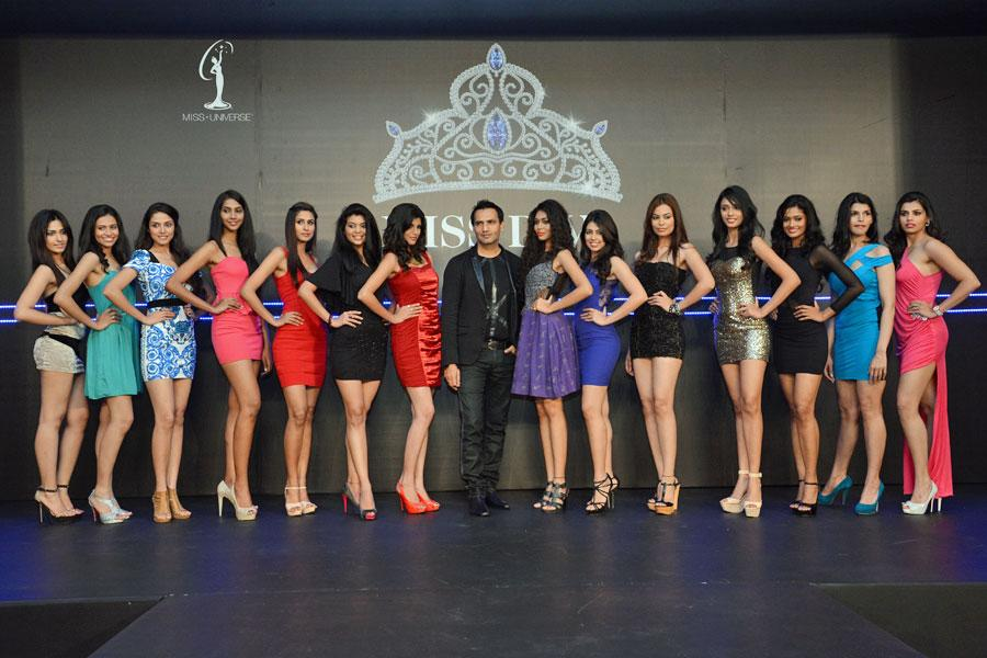 Marc Robinson, Director-Miss India Organization poses with the finalists of  Miss Diva 2013.