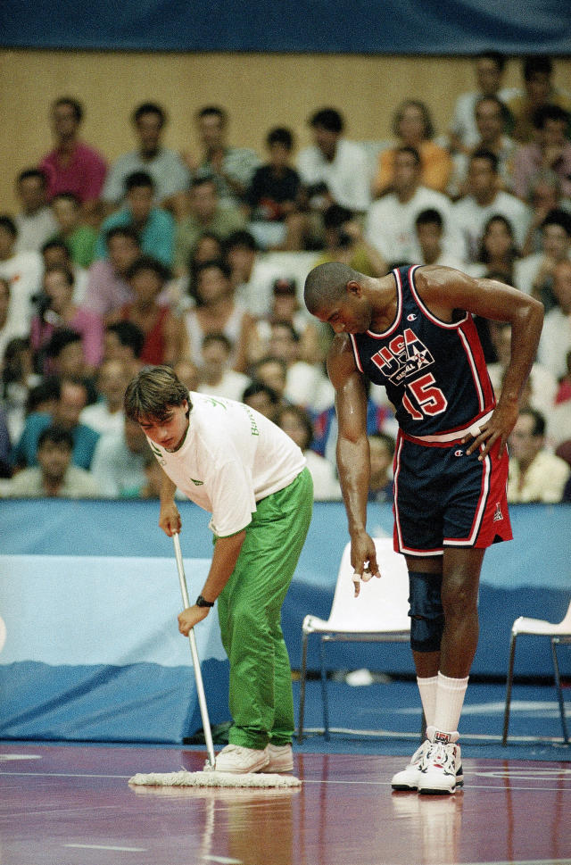 "The USA's Earvin ""Magic"" Johnson directs a floor attendant as he wipes up during the quarterfinal game with Puerto Rico at the XXV Summer Olympics in Barcelona, Tuesday, August 4, 1992. (AP Photo/Susan Ragan)"