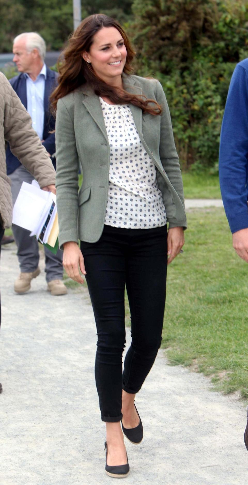 <p>Kate arrived in Anglesey for the annual marathon wearing a printed Zara top, black jeans, a khaki Ralph Lauren jacket and Pied a Terre espadrille wedges. </p><p><i>[Photo: PA]</i></p>