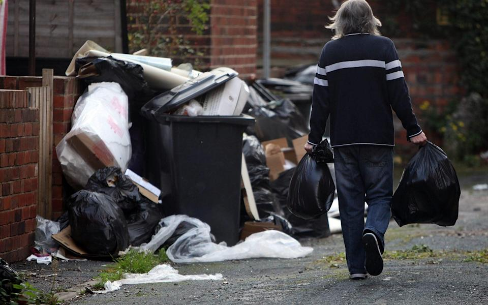Health Fears grow As Leeds Rubbish Piles Up Due To Ongoing Bin Strike...LEEDS, ENGLAND - OCTOBER 19: Overflowing refuse bins litter the streets in the Headingley area of Leeds on October 19, 2009 in Leeds, England. A strike by bin men in Leeds is now entering it's sixth week with many streets overflowing with rubbish bags creating a public health hazard. The strike centres on a proposal to cut the workers wages by GBP 5000 due to recent equality legislation - Getty Images