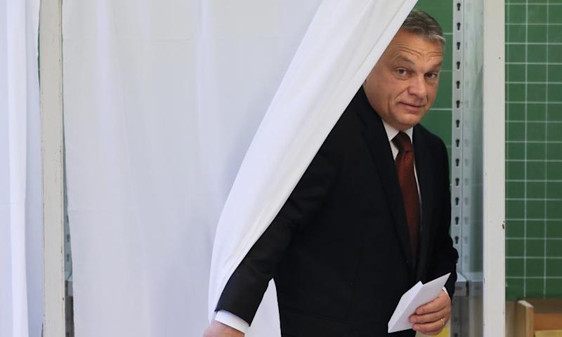 Viktor Orbán, the Hungarian prime minister, votes in eferendum on the EU's plans to resettle refugees.