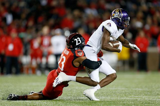 "<a class=""link rapid-noclick-resp"" href=""/ncaaf/players/228857/"" data-ylk=""slk:Zay Jones"">Zay Jones</a> broke the record of former ECU WR <a class=""link rapid-noclick-resp"" href=""/nfl/players/28495/"" data-ylk=""slk:Justin Hardy"">Justin Hardy</a>. (Getty)"