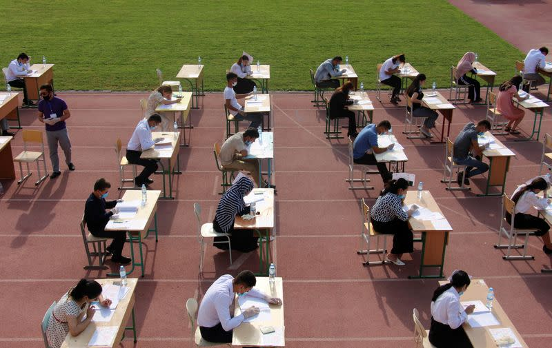 Uzbekistan stages outdoor exams for 1.4 million university applicants