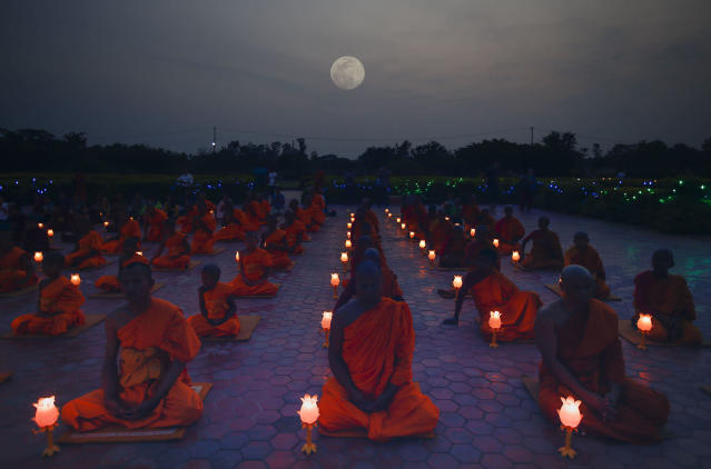 <p>A group of Nepalese and Thai Buddhist monks attend the evening prayer at Mayadevi temple, to mark Buddha's birthday in Lumbini, Nepal, May 9, 2017. Thousand of Buddhist monks from various countries and pilgrims arrived in Lumbini to celebrate the 2561st birthday of Buddha at his birthplace in Lumbini. (Photo: Narendra Shrestha/EPA) </p>