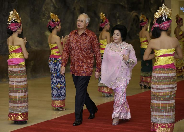 Malaysian Prime Minister Najib Razak (C-L) arrives with his wife Rosmah Mansor for an official dinner in Nusa Dua, on Indonesia's island of Bali, in October 2013
