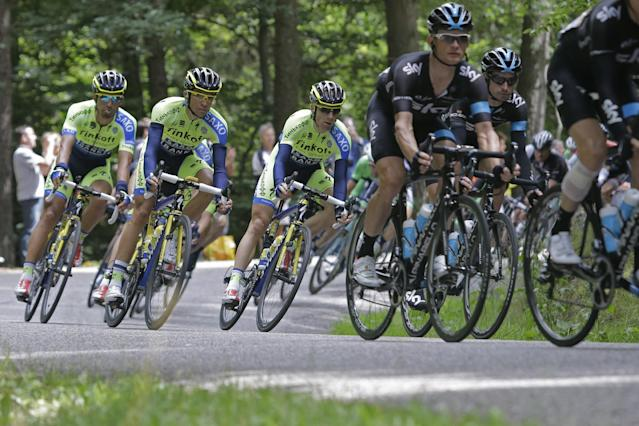 Spain's Alberto Contador, second left, speeds downhill with the pack during the ninth stage of the Tour de France cycling race over 170 kilometers (105.6 miles) with start in Gerardmer and finish in Mulhouse, France, Sunday, July 13, 2014. (AP Photo/Laurent Cipriani)