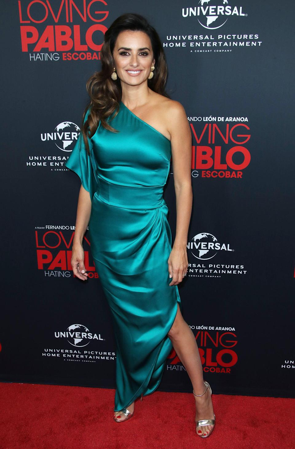 <p>The actress looked elegant in a one-shouldered, turquoise dress which featured a thigh-split at the LA screening of 'Loving Pablo'.<br>[Photo: Rex] </p>