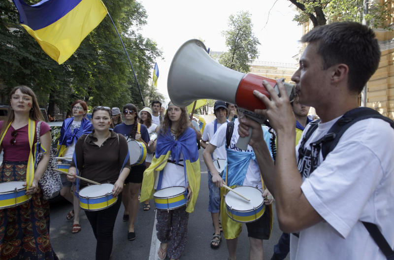 Opposition protesters shout slogans and beat the drums during the march in central Kiev, Ukraine, Thursday, July 5, 2012. About 1,000 opposition activists were rallying in the capital of Ukraine on Thursday to protest legislation upgrading the status of the Russian language. The Ukrainian parliament passed the bill Tuesday that would allow the use of Russian in courts, education and other government institutions in Russian-speaking regions of the country. (AP Photo/Efrem Lukatsky)