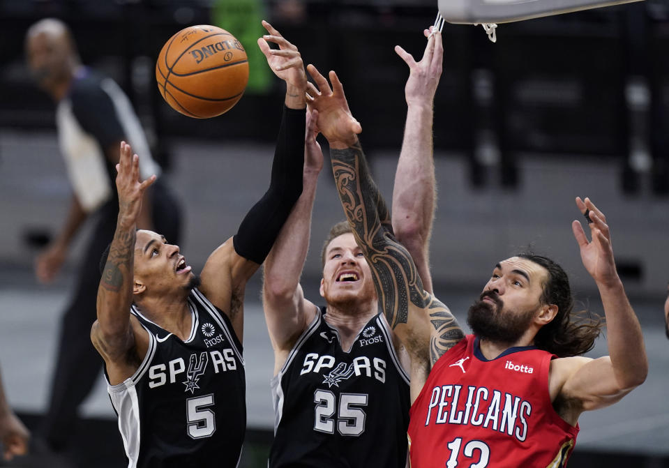 New Orleans Pelicans center Steven Adams (12) vies against San Antonio Spurs guard Dejounte Murray (5) and center Jakob Poeltl (25) for a rebound during the first half of an NBA basketball game in San Antonio, Saturday, Feb. 27, 2021. (AP Photo/Eric Gay)