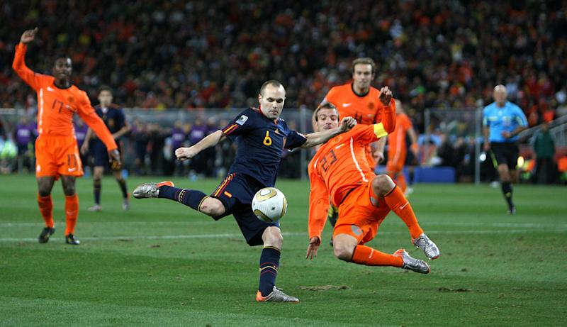 Iniesta anotando el gol frente a Holanda en la final del Mundial de Sudáfrica 2010. (Foto: Mike Egerton / PA Images / Getty Images).